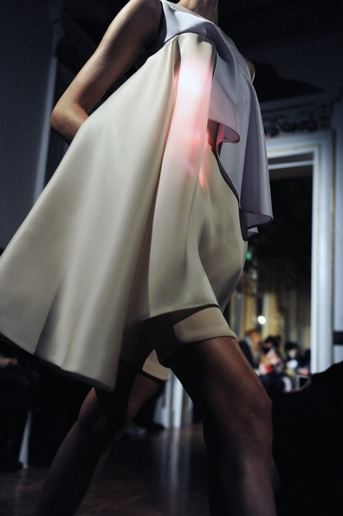 Marina Toeters – ILJA ASSIMILA SS16: Couture with light systems
